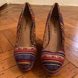 Madden Girl - colorful pattern wedges